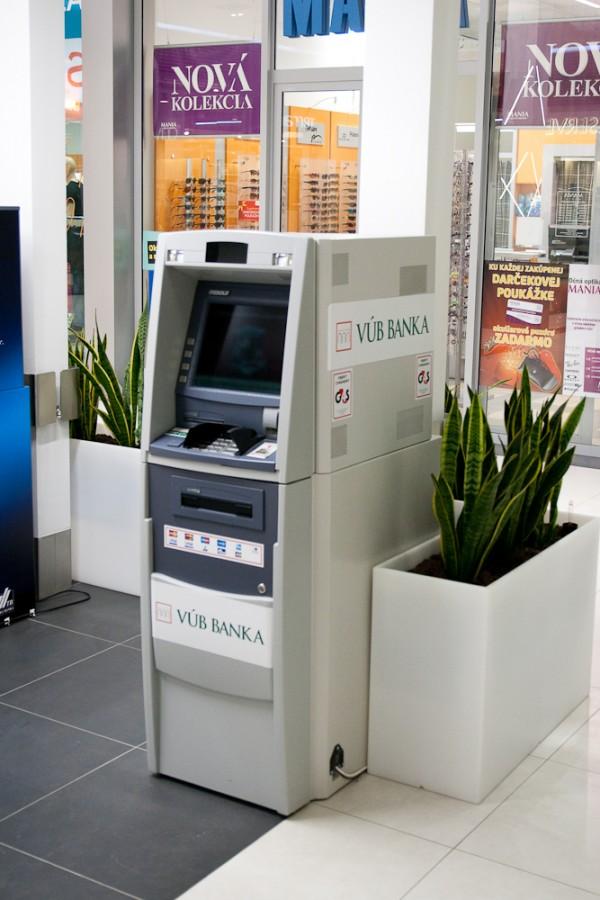 782153d98 BANKOMAT VÚB   Obchody   Banky, bankomaty v OC MAX Trenčín